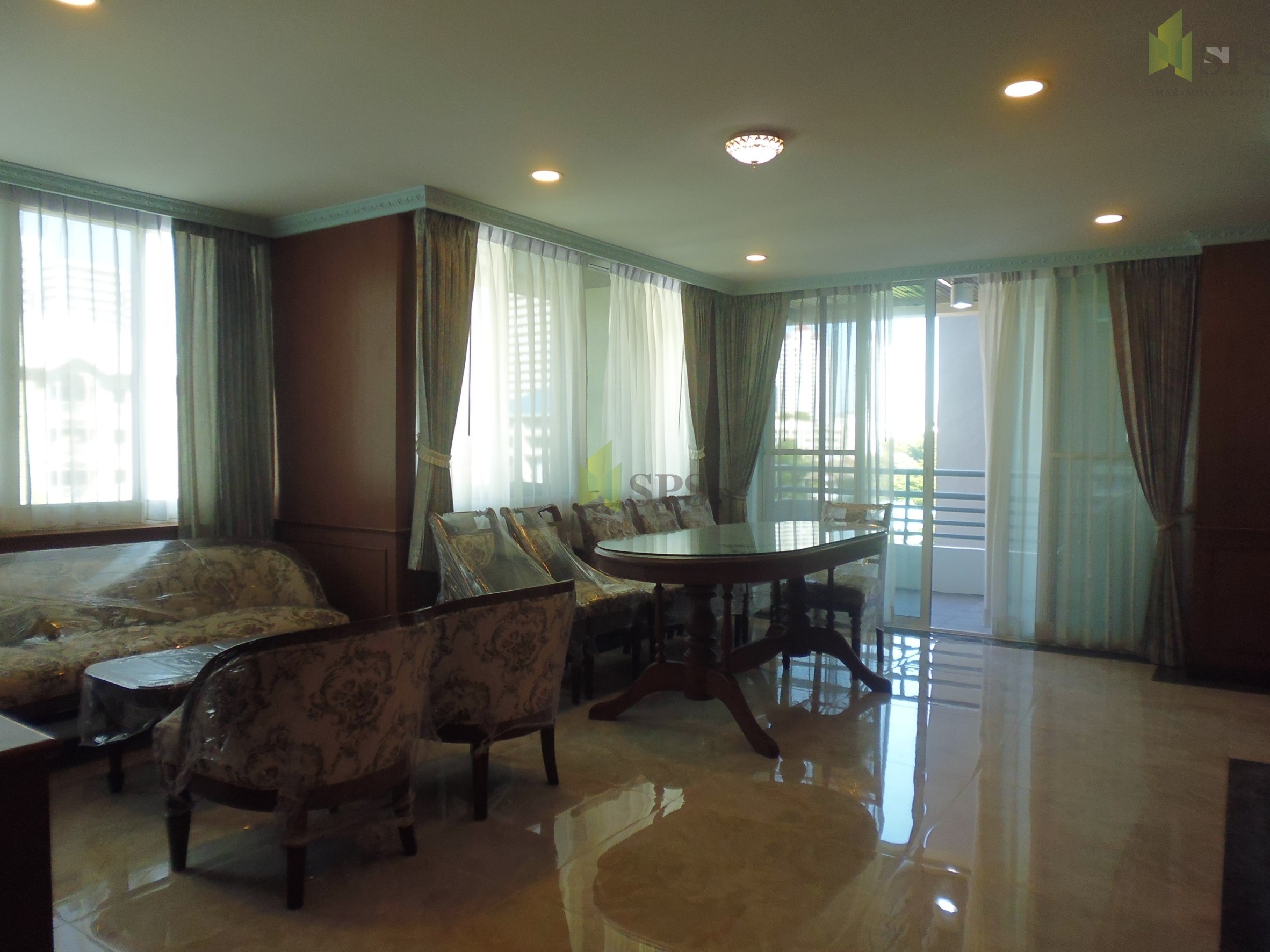 Acadamia Grand Tower Sukhumvit 43 Near BTS Phrom Phong For Rent