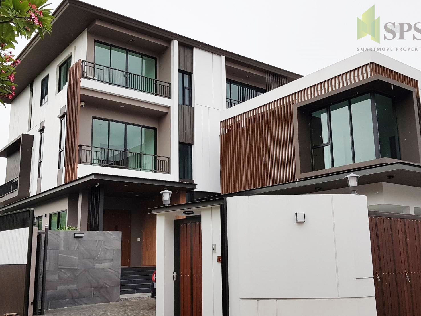 Brand-New Luxury 3-Storey house in PRIDI for SALE (Property ID: SPSCS028)