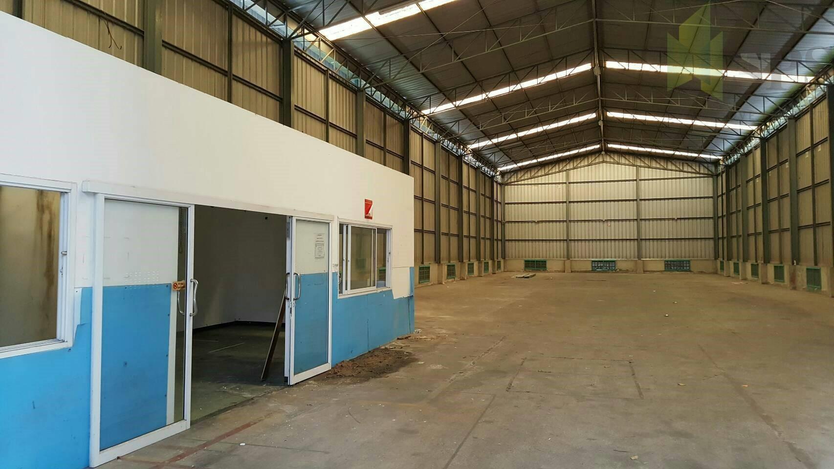 โกดังในเมืองให้เช่า A 750 sq.m. warehouse in the city for RENT. BTS On-Nut (SPSCS041)