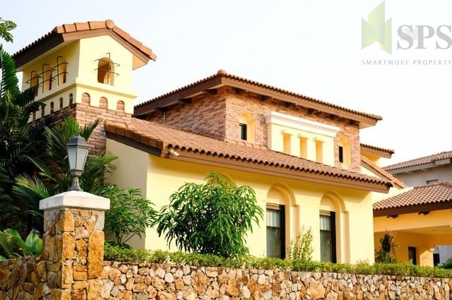 For Sale Luxury House with smart Design with a swimming pool. Nusa Chivani Pattaya (SPS Ann011)