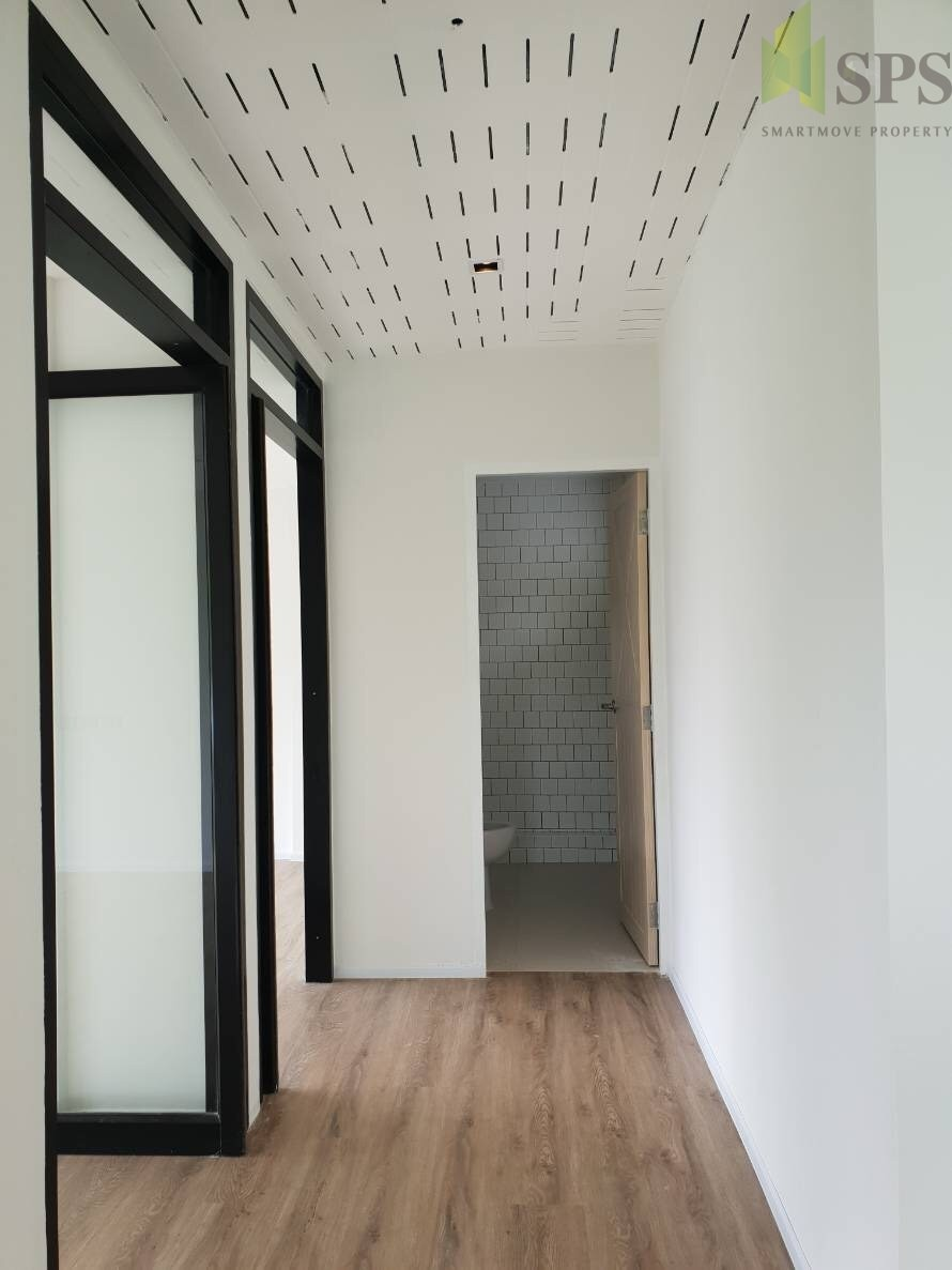 Line House Located In London: For Rent Single House 8 Multi-purpose Rooms Located At