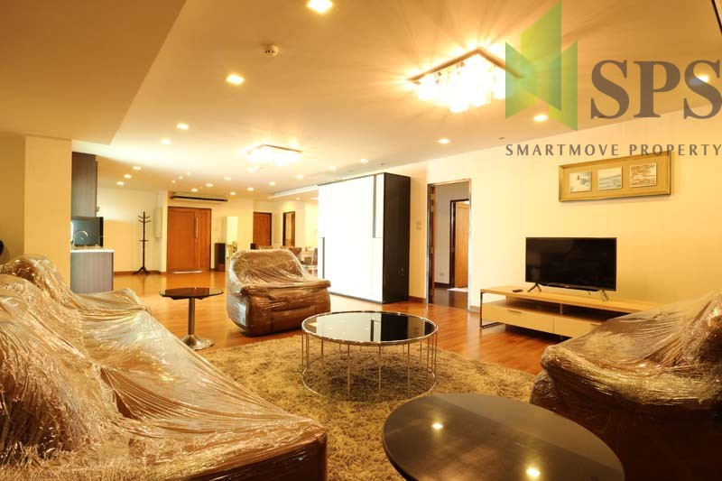 For Rent Condo near BTS Wongwienyai 170 Sq.m 2 beds fully furnished(SPSP194)