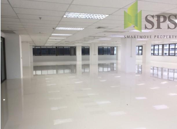 สำนักงานให้เช่าใกล้ MRT พระราม 9 พื้นที่ 584 ตารางเมตร อาคารรุ่งโรจน์ธนกุล ( SPSPE241)