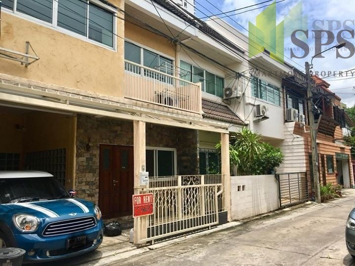 For Rent Townhouse 2 storey with a loft style near BTS Thonglor (Property ID: SPS-PA267)