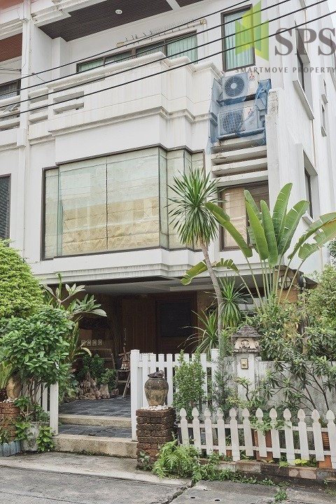 For Rent / Sale Town Home 4.5 Storey at Chan Road (Property ID: SPS-PA213)