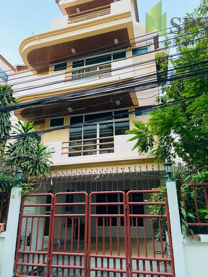 FOR RENT HOUSE in Phrom Phong at Sukhumvit 31 ( SPSPE382)