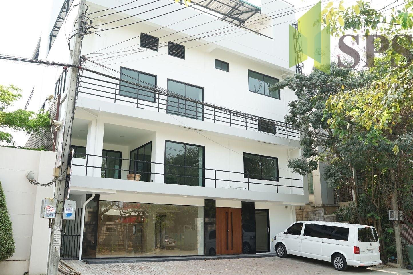 อาคารสำนักงานให้เช่าใกล้ห้างพาราไดซ์ศรีนครินทร์ For Rent Office building near Paradise park Srinakarin ( SPSPE353)