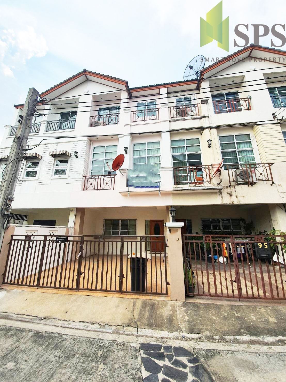 For Rent Town home only 500 Meter from BTS Onnut ( SPSPE344)